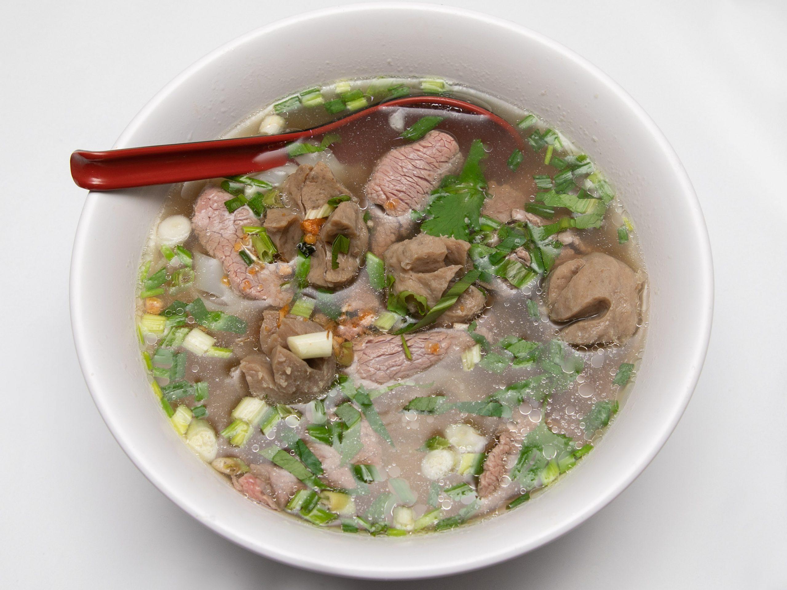 M1-soupe-de-pâtes-de-riz-aux-boulettes-de-boeuf